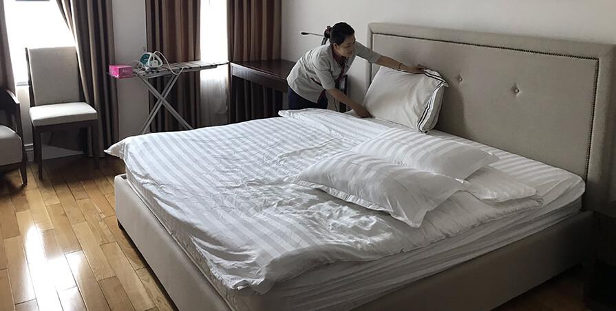 Vệ sinh buồng phòng khách sạn, căn hộ dịch vụ