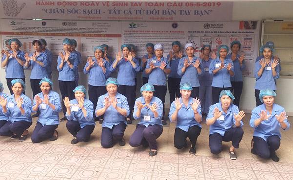 Nhân viên vệ sinh bệnh viện Nhi TW