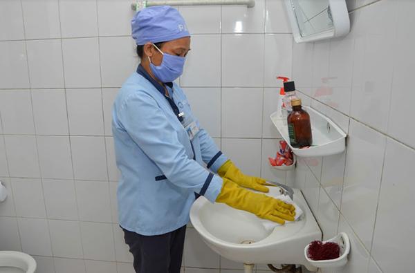 Vệ sinh nhà vệ sinh bệnh viện