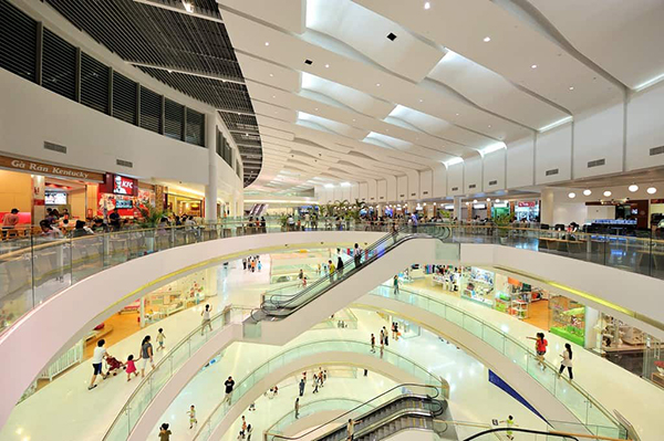 sảnh trung tâm thương mại lớn