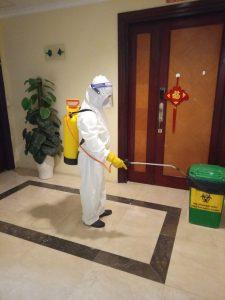 Hình ảnh nhân viên Pan Services khử khuẩn tại nơi làm việc